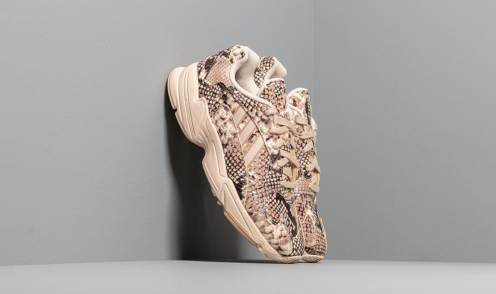 adidas YUNG-1 Ftwr White/ Linen/ St Pale Nude EG1717