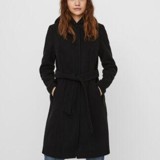 Černý kabát s kapucí VERO MODA