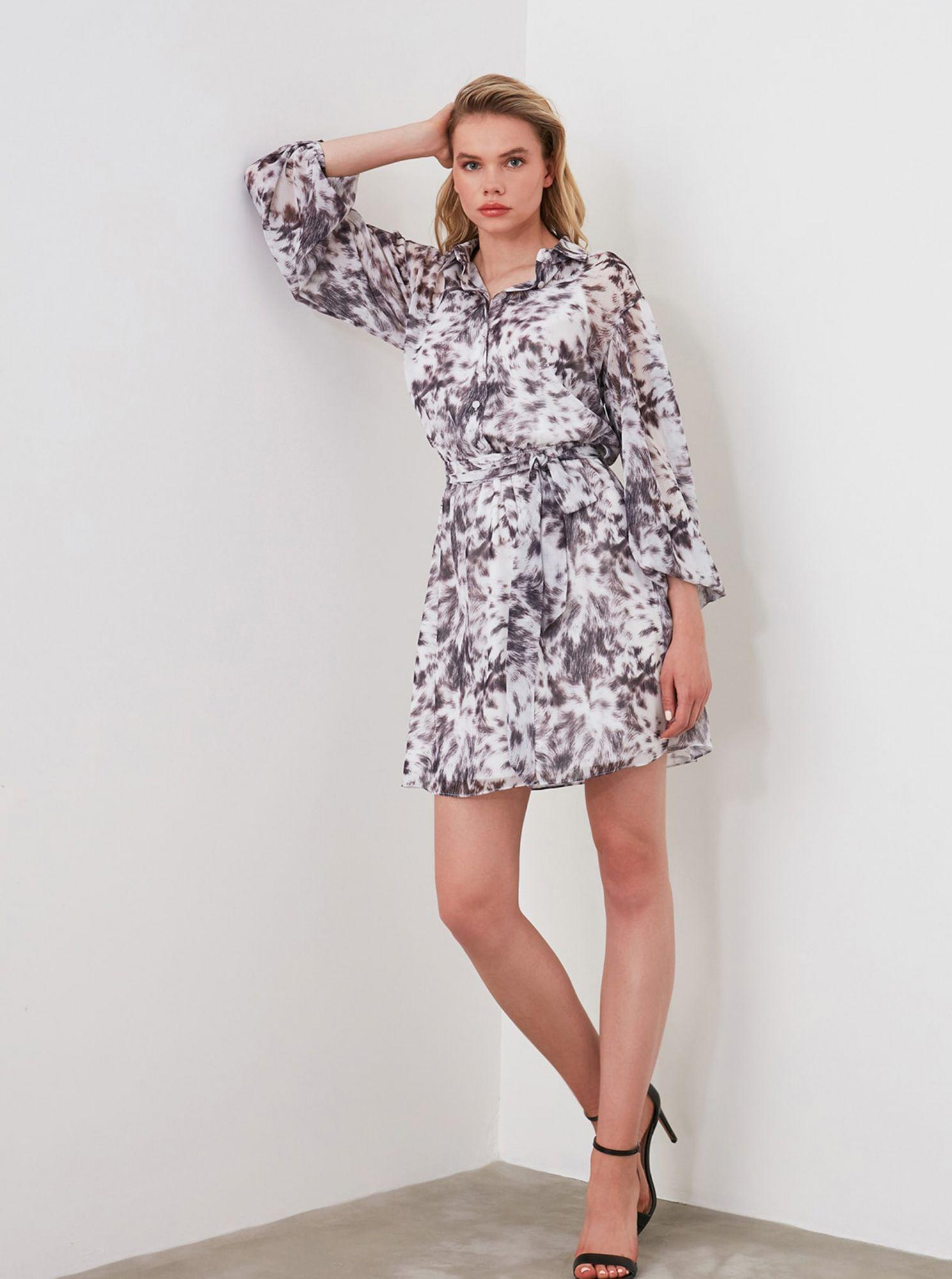 Šedo-bílé vzorované košilové šaty Trendyol