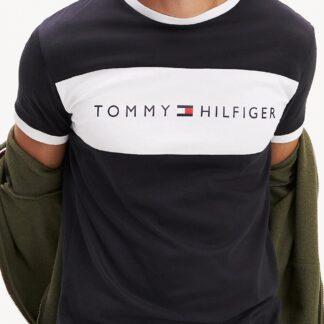 Tommy Hilfiger černé pánské tričko CN SS Tee Logo Flag